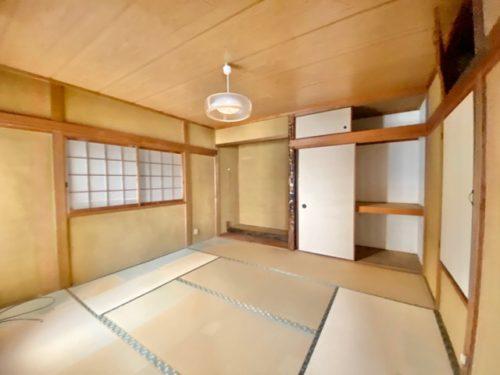 2階 8帖の和室(寝室)